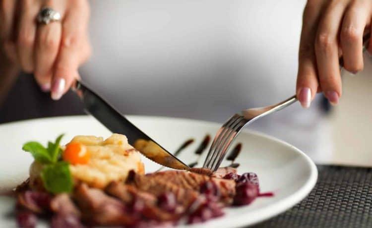 اتيكيت وضع الشوكة والسكين