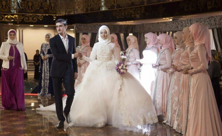 فساتين زفاف غير بيضاء