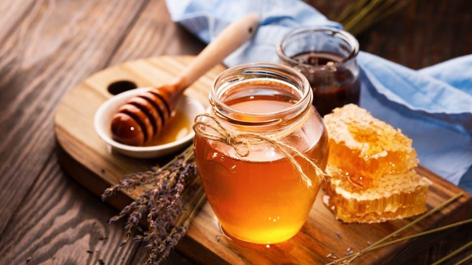 وصفة العسل مع بياض البيض لعلاج ترهل البشرة