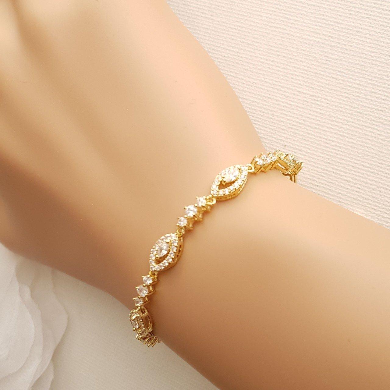 اساور ذهبية راقية لإطلالة متميزة