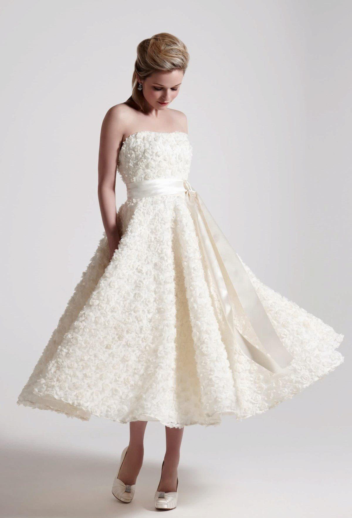 أجمل فساتين زفاف ميدي لإطلالة متألفة