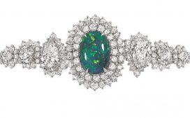 مجوهرات مزينة بأحجار الأوبال