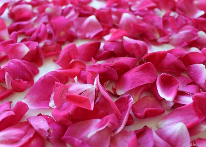 معطر الجسم برائحة بتلات الزهور