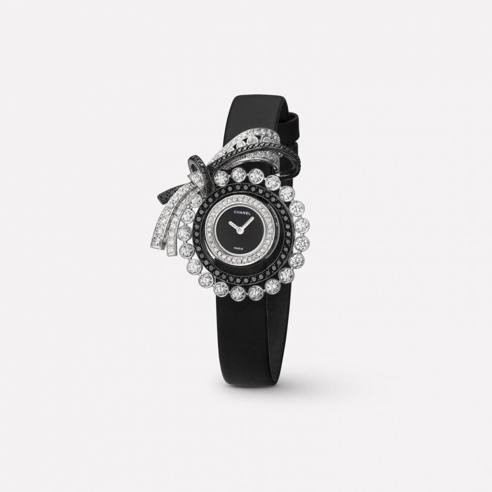 ساعة من علامة شانيل Chanel