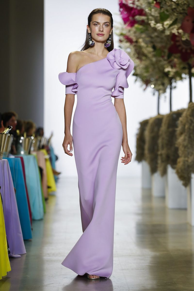 أجمل الفساتين بقصة الكتف لإطلالة متميزة