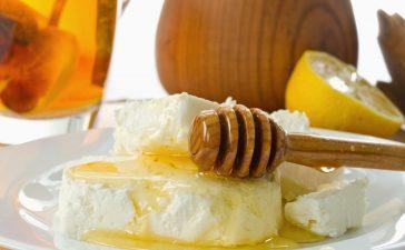 فوائد العسل والقشطة للوجه