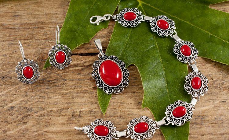 أجمل المجوهرات المزينة بالمورجانيت لعاشقات الحب والرومانسية