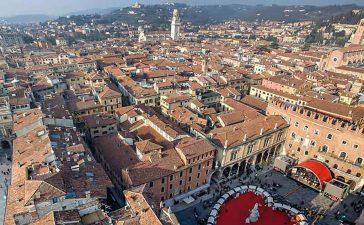لا تفوتي زيارة مدينة فيرونا الرومانسية أو كما يطلق عليها مدينة الحب لاحتوائها على معالم وأماكن تبقى راسخة في الذاكرة لجمالها الخلاب.