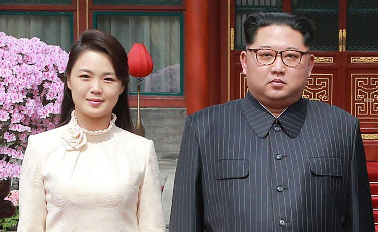 زعيم كوريا الشمالية يظهر رفقة زوجته لأول مرة بعد شائعات إعدامها