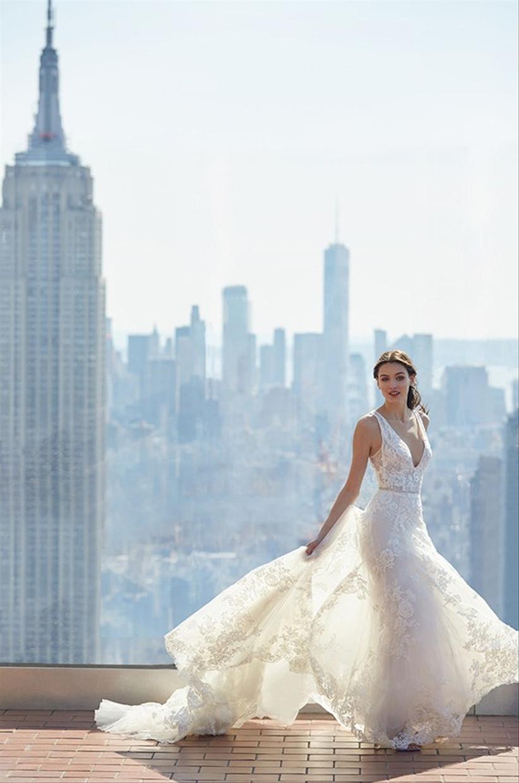 فستان زفاف بقصة حورية البحر مزين بنقشة الورود