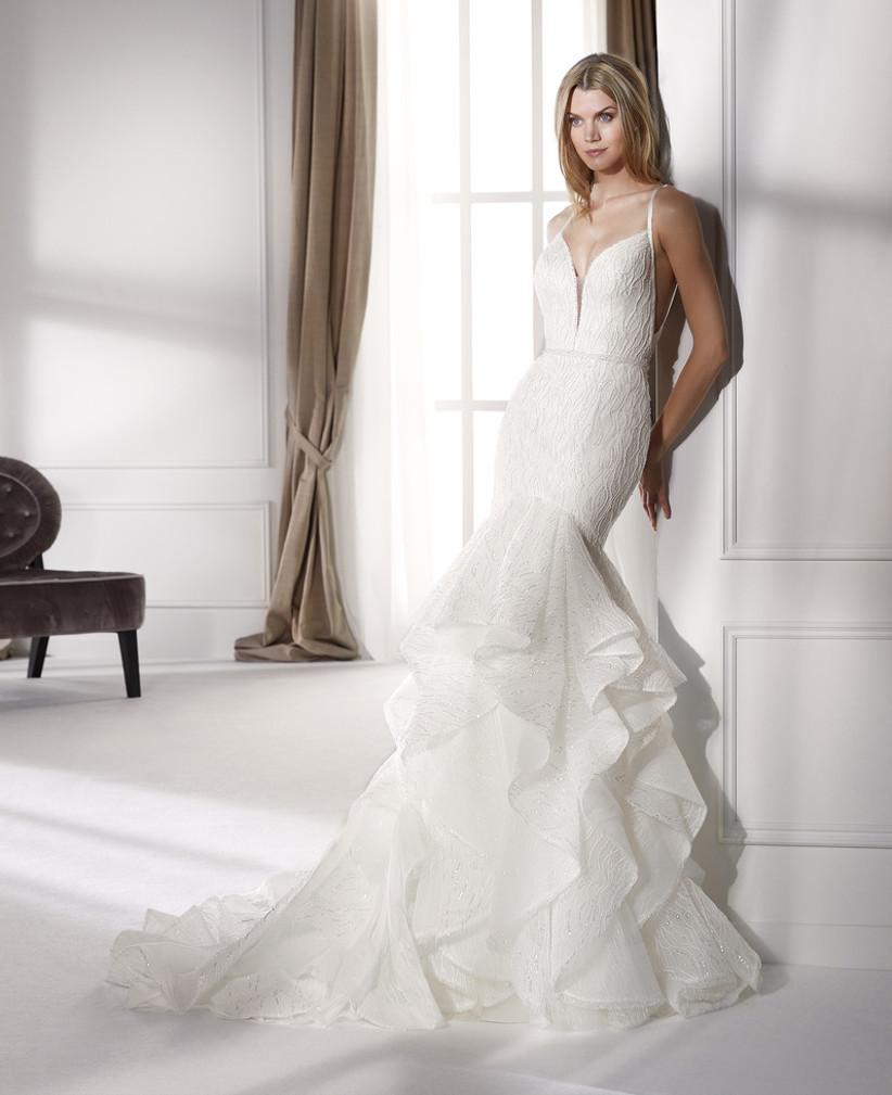 فستان زفاف بقصة حورية البحر مزين بالكشاكش