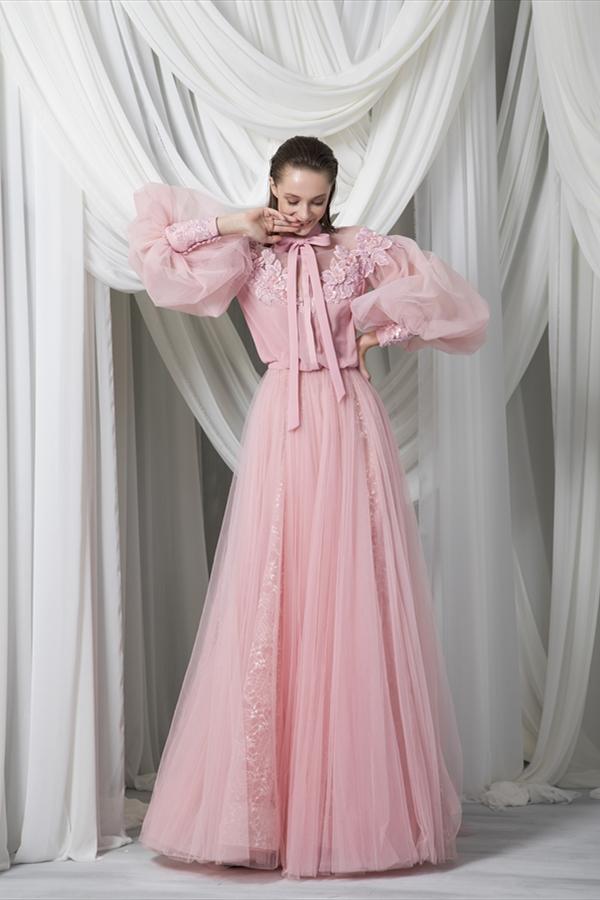 فستان خطوبة باللون الزهري