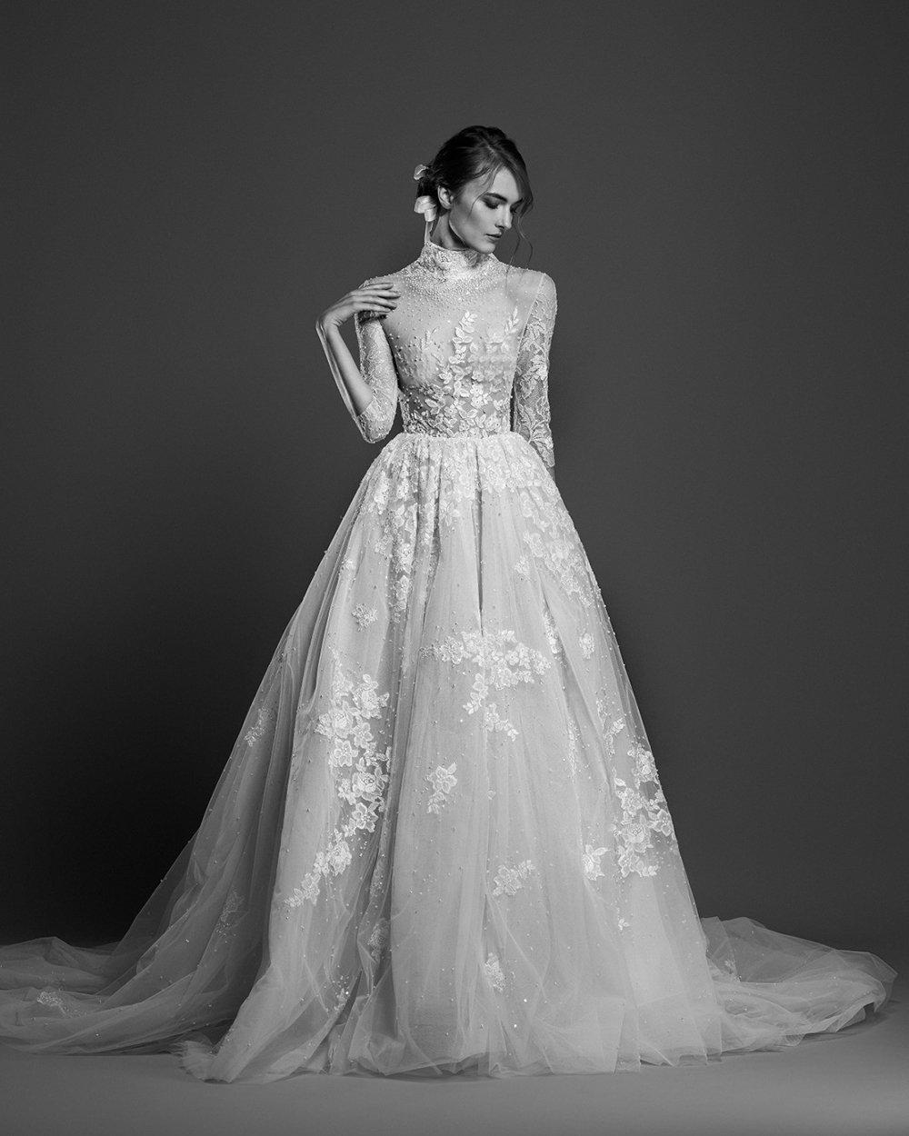 فستان زفاف برقبة عالية وأكمام متوسطة