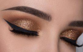 مكياج عيون باللون الذهبي