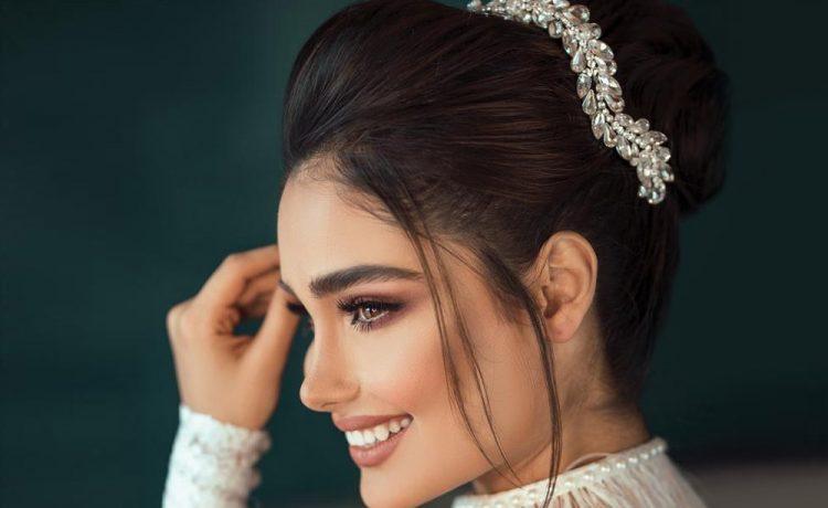 لمزيد من الجمال تزيني بابتسامة ساحرة في ليلة الزفاف
