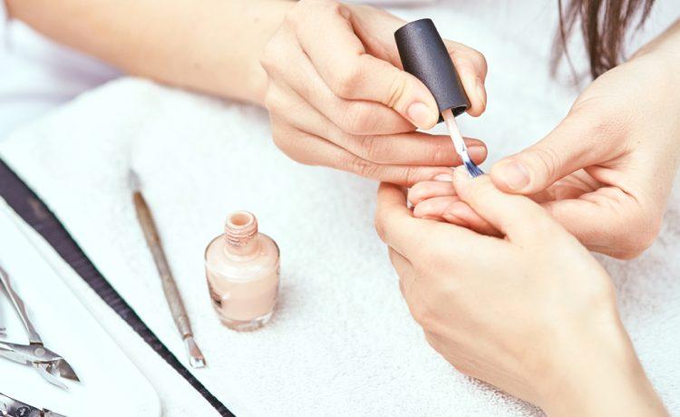 أدوات العناية بالأظافر التي تحتاجها العروس