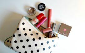 أساسيات حقيبة المكياج لقضاء شهر العسل