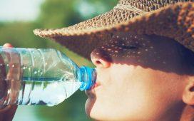 3 أوقات خاطئة لشرب الماء