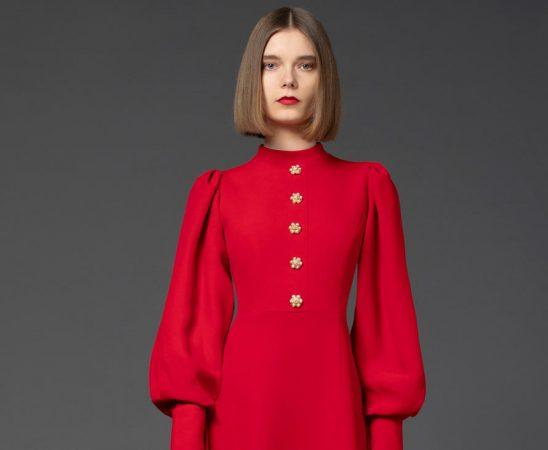 اللون الأحمر يتصدر قائمة ألوان خريف 2021 وشتاء 2022