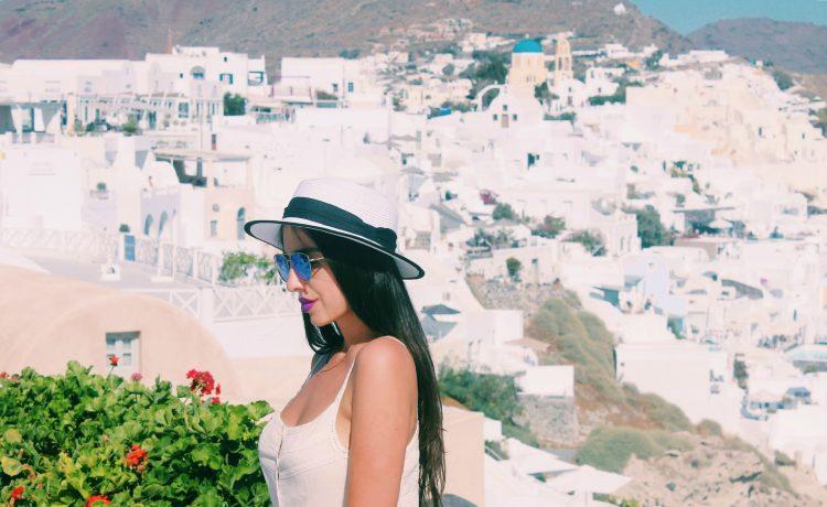 أفضل برنامج سياحي لقضاء شهر العسل في جزيرة Santorini باليونان