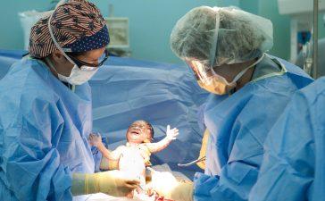 كيف تعتنين بصحتك بعد الولادة القيصرية