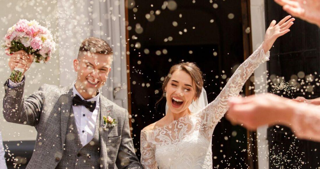 موديلات فساتين زفاف بتصاميم متنوعة لعروس خريف 2021